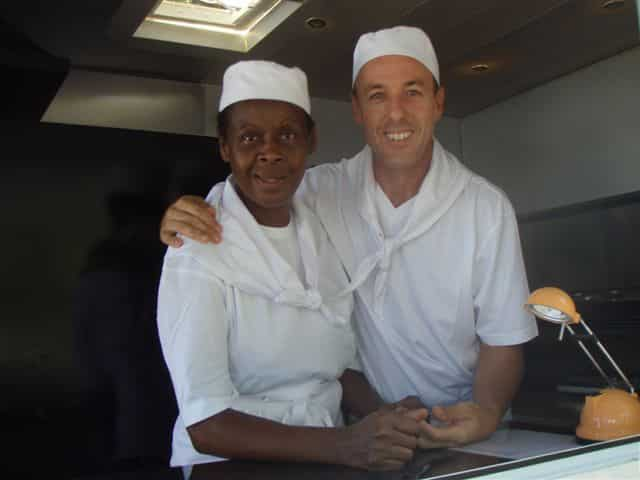 Henri et sa femme dans leur camion à pizza