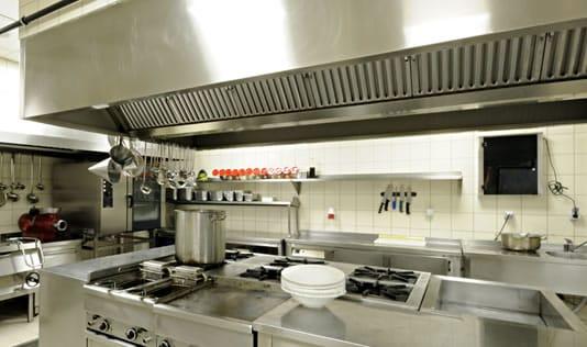 hotte cuisine pour obtenir une air propre sans fumée ni germes pathogènes