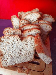 Coupe d'un pain sans gluten